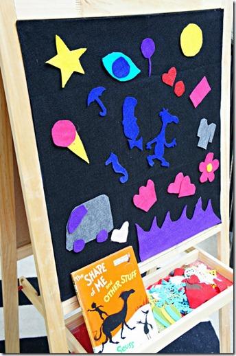 felt board, easel play, book prompt