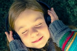 5 Podcasts That Will Change The Way Your Kids See The World (and that you'll enjoy too)